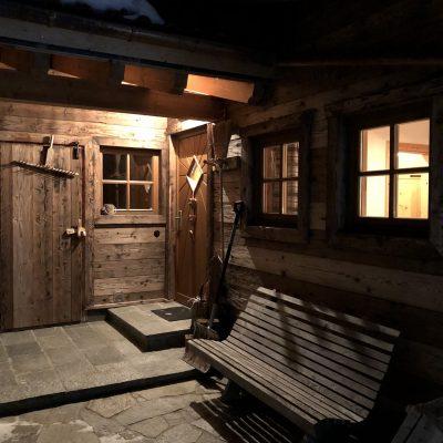 Der Eingang und die Sauna