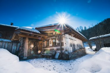 Almhüttenurlaub: Wintersport und mehr mit Kids